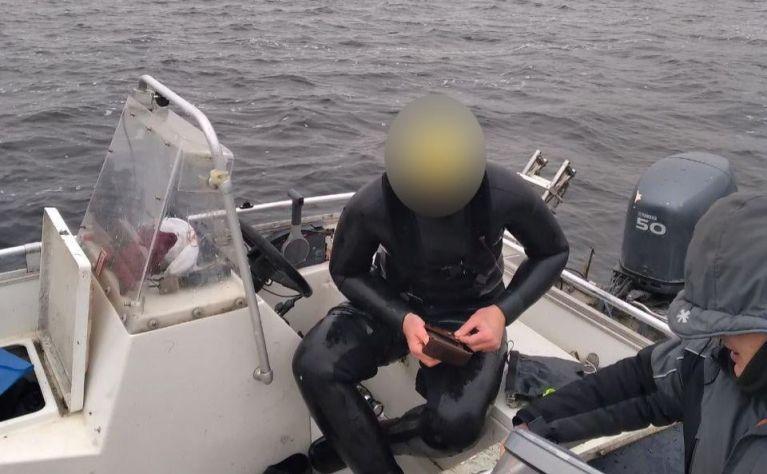 Під Києвом спіймали жадібного дайвера ізсомами – Новости Киева