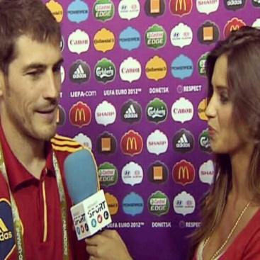 Opis zdjęcia Iker Casillasa Mi amorrrr!!!! Mi almaaa!!! Vamos!!!! @saracarbonero #laroja #eurocopa2012