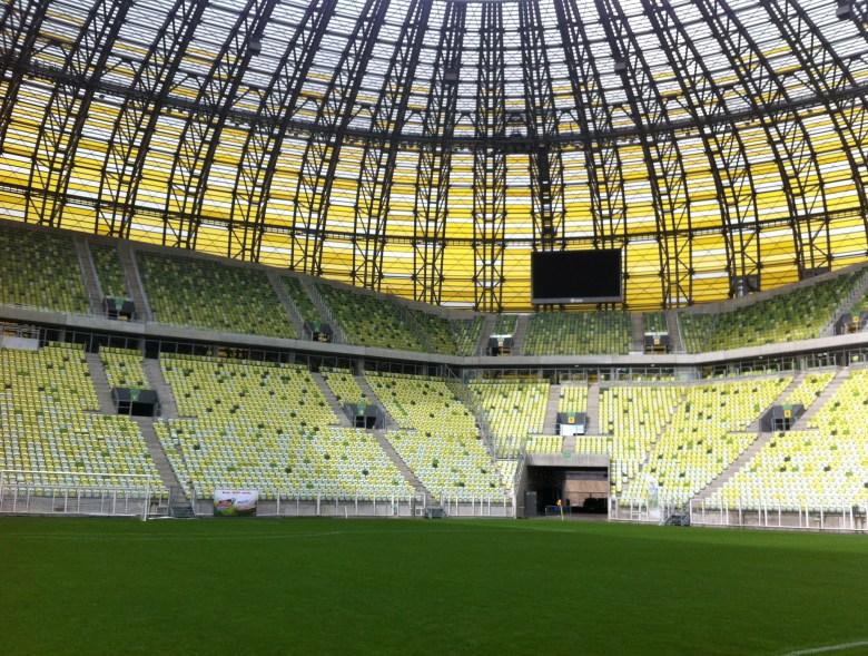 PGE ARENA Gdańsk Godziny zwiedzania stadionu, ceny biletów wstępu na bursztynowy stadion piłkarski Euro2012. Zwiedzanie stadionu tylko z przewodnikiem w grupach. Nowa atrakcja turystyczna Gdańska i pomorskiego