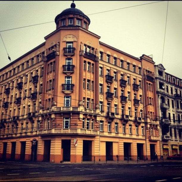 Zabytkowy hotel Polonia Palast w Łodzi. Hotel zbudowano w latach 1910-1912