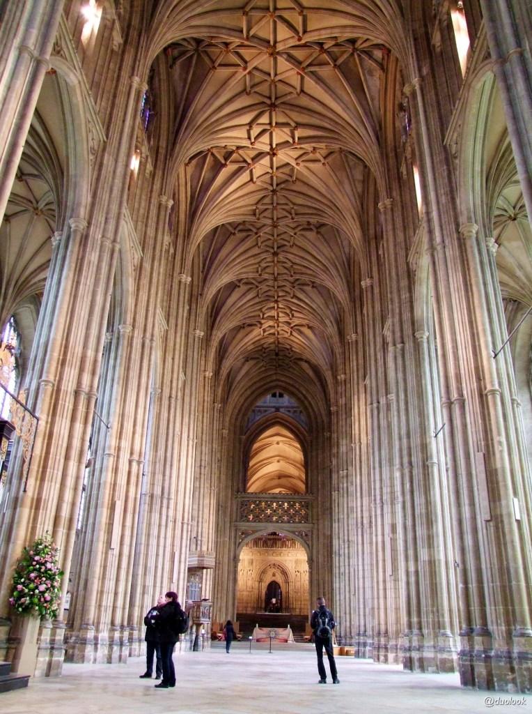 the-nave-nawa-glowna-w-katedrz-canterbury-kent-anglia-pozdroze-003-kosciol-zwiedzanie