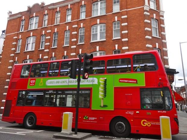 goodbyeserious-lody-walls-rozki-autobus-czerwony-w-londynie-kampania-promocyjna-hashtag-twitter