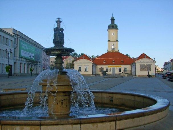 bialystok-ratusz-rynek-fontanna-podlaskie-atrakcja