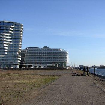 Strandkai w oddali Marco Polo Tower i siedziba Unilever