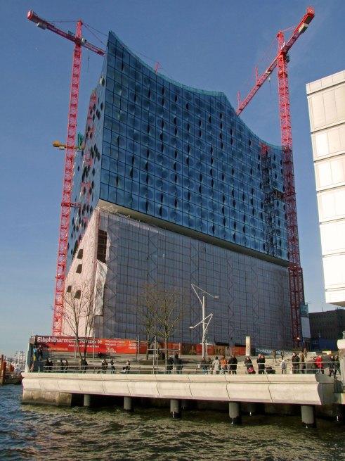 Hamburg i Elbphilharmonie w trakcie budowy