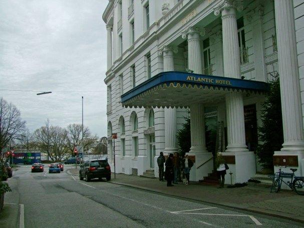 Hotel Atlantic Kempinski Hamburg - wejście od strony ulicy Holzdamm