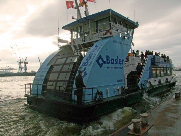 rejs-elbe-laba-w-hamburgu-tramwaj-wodny-prom-hadag-linia-62-landungsbrucken-Finkenwerder