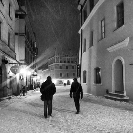spacer-zima-lublin-stare-miasto-rynek-snieg-instagram-