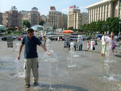 ukraina-kijow-plac-niezaleznosci-niepodleglosci-euromaidan-lato-atrakcje-turystyka-podroze-01