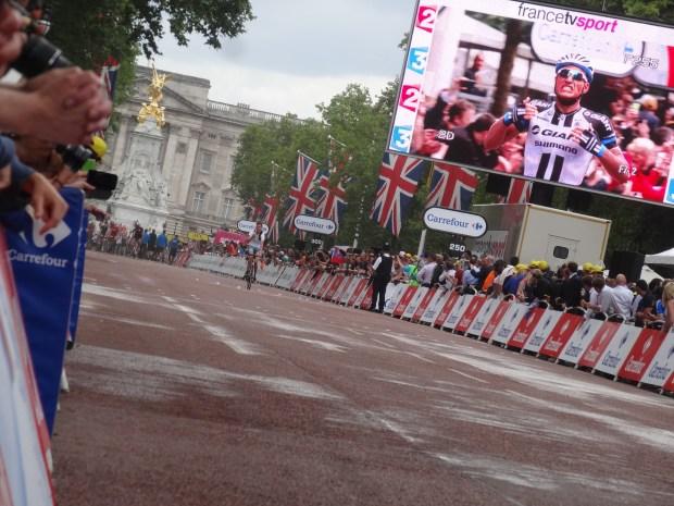 londynski-the-mall-po-wyscigu-rowery-tour-de-france-angielski-rowerzysta