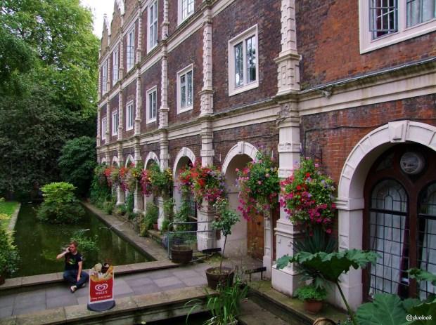parki-w-londynie-holland-park-kensington-chelsea-piekne-atrakcje-stolicy-wlelkiej-brytanii-19