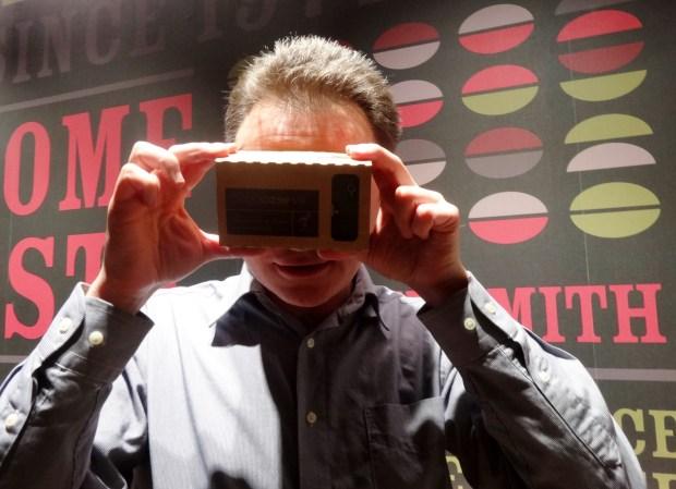 wirtualna-rzeczywistosc-vr-google-cardboard-londyn-gadzety-3d-smartfon-technologia-nowe-trendy-w-turystyce