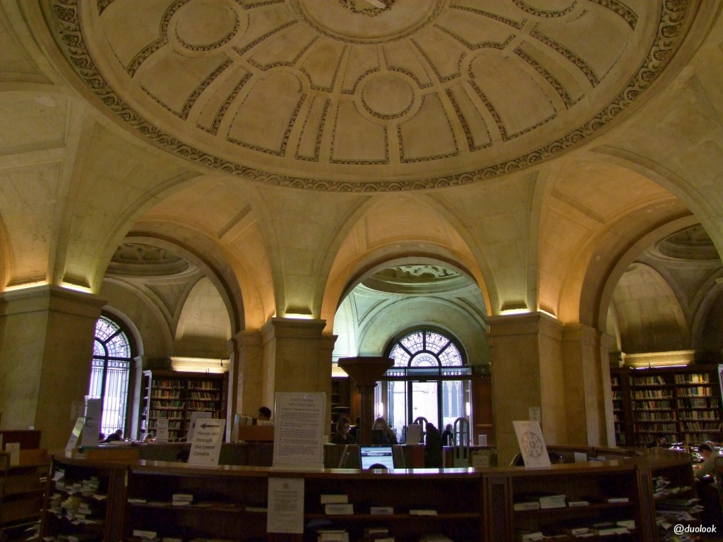 lower-reading-room-radcliffe-camera-czytelnia-biblioteka-ksiazki-uniwersytet-oksfordzki-studia-oksford-atrakcje-anglia-14