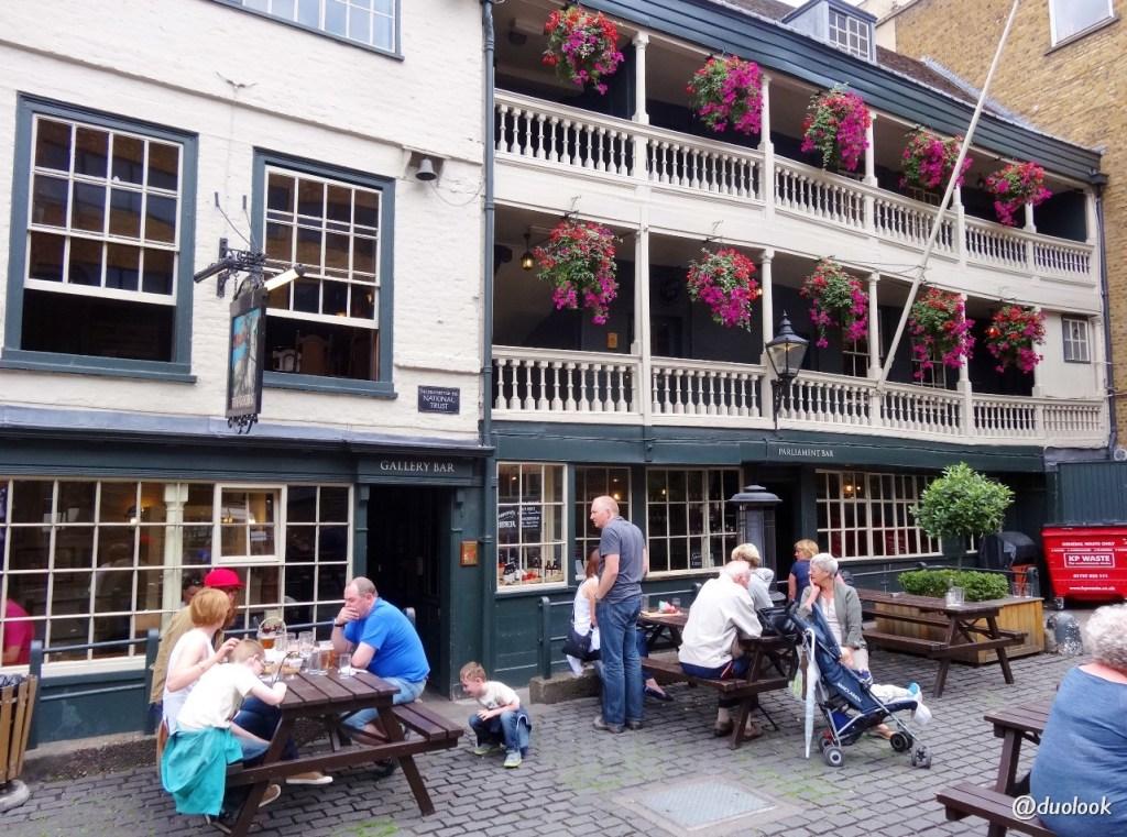 najstarszy pub w Londynie poswojemu
