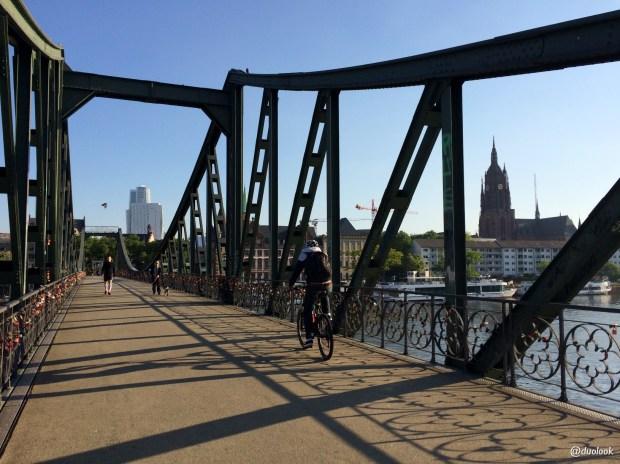 frankfurt-most-eisener-steg-rzeka-main-podroze-niemcy-zwiedzanie-targi-imex-07