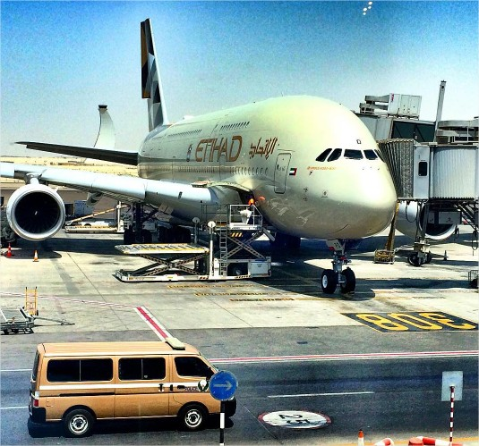 eihad airways airbus a380 lot abu dhabi londyn