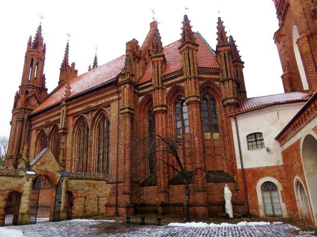 wilno-atrakcje-zwiedzanie-litwa-kosciol-sw-anny-architektura-gotyk-04