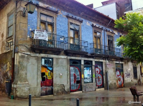 porto-atrakcje-co-warto-zobaczyc-portugalia-stare-zniszczone-domy-06
