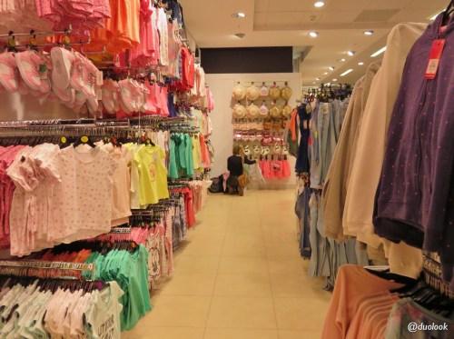 Dział z ubraniami dla dzieci