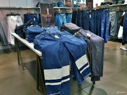 topshop-londyn- najlepsze-jeansy-spodnie-gdzie-na-zakupy-jamie
