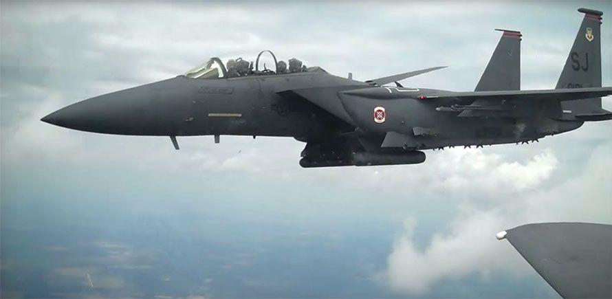 f-15 strike eagle fighter jets wingtip to wingtip