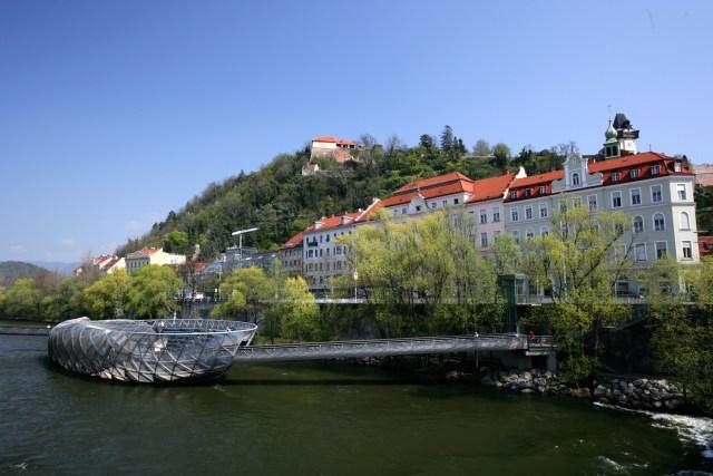Murinsel (c) Graz Tourismus - Harry Schiffer (2).jpg
