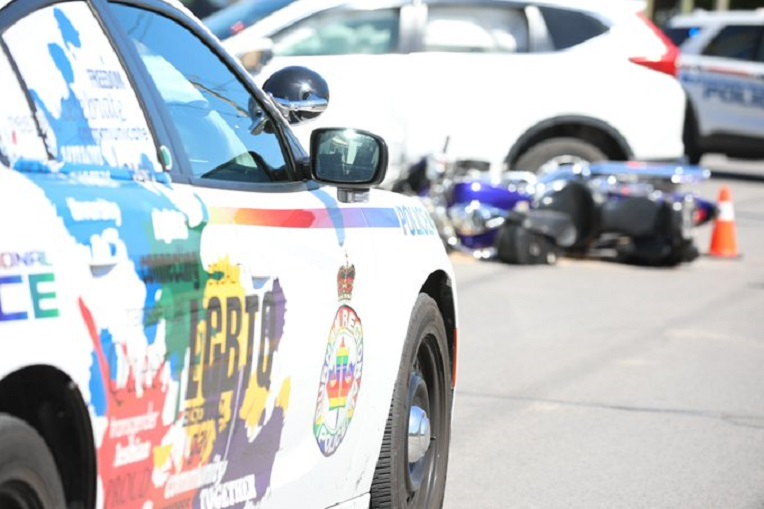 Motorcycle crash closes of part of Simcoe Street