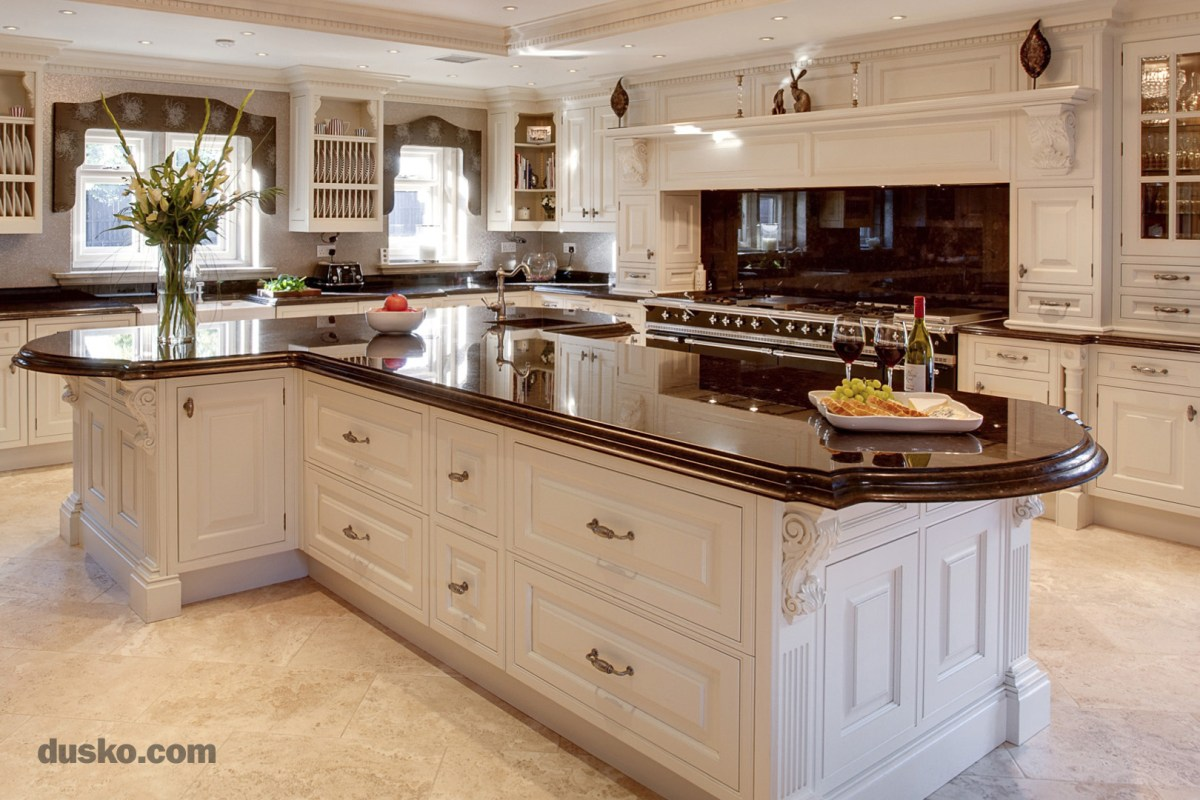 Dusko Colonial Style Kitchen in Prestbury, Cheshire