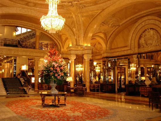 Paris'te bir otel lobisi...
