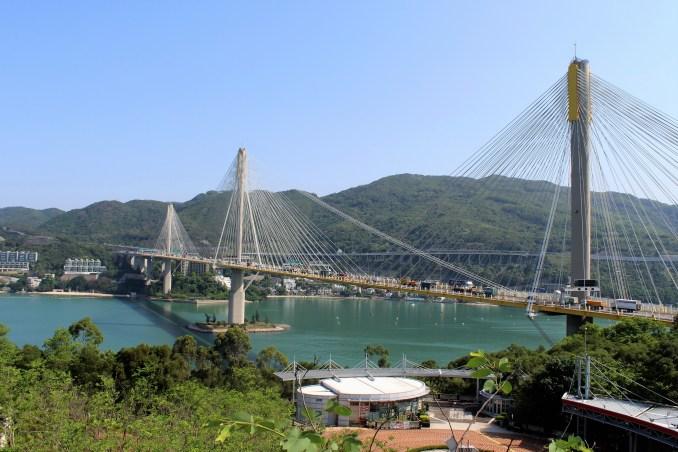 Ting Kau Köprüsü Hong Kong'un özel yapılarından sadece birisi