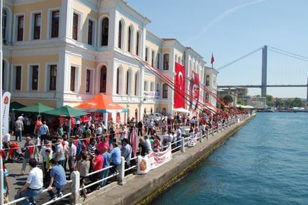 Kabataş Erkek Lisesi - Türkiye Cumhuriyeti'nin en değerli liselerinden birisidir.