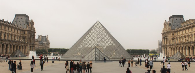 Louvre, devasa bir müze. Sanatseverler için bulunmaz bir nimet.
