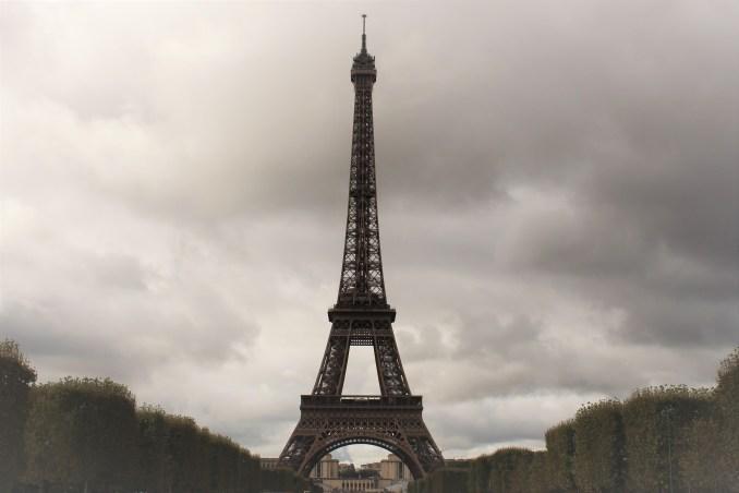 Eiffel, her insanın mutlaka en az bir kere görmesi gereken bir yapı. Beğenirseniz beğenmezsiniz o size kalmış...