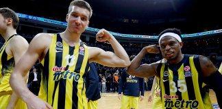 Fenerbahçe - Real Madrid maçı sonrası Fenerbahçeli oyuncular Bogdan Bogdanoviç ve Bobby Dixon'un sevinçleri.