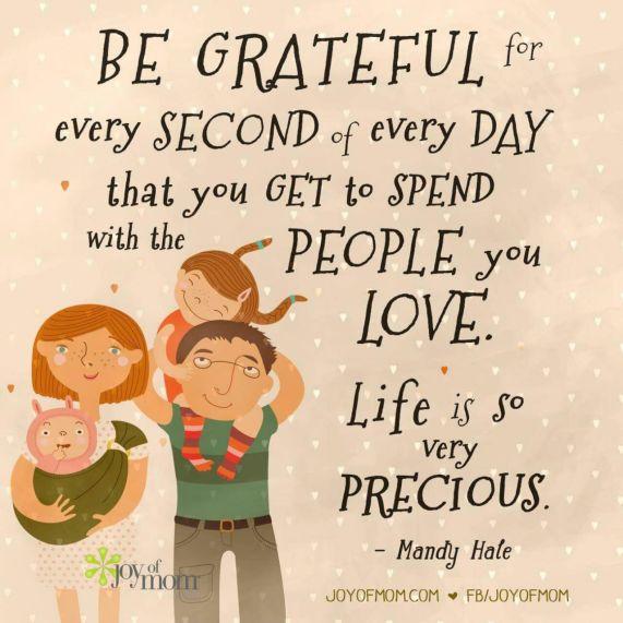 Aileniz ile geçirdiğiniz vakti arttırmak kendinizi daha iyi hissetmenize ve mutluluk duymanıza neden olacaktır.