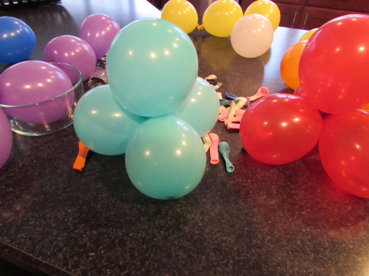 Easy Balloon Topiaries