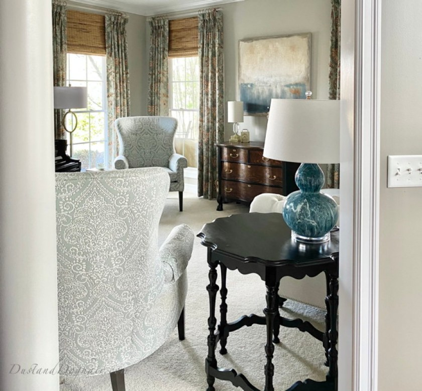 traditional living room, vintage table, painted furniture