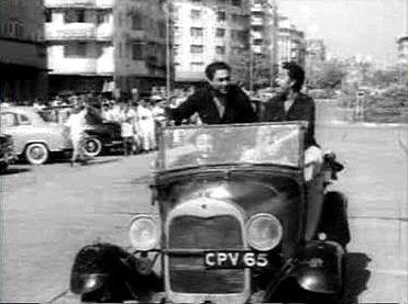 Ashok Kumar, Kishore Kumar and Anoop Kumar in Chalti ka Naam Gaadi