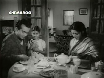 Upendra feeds Sujata from his own plate