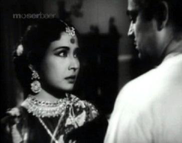 The Chhoti Bahu tries to keep her husband back