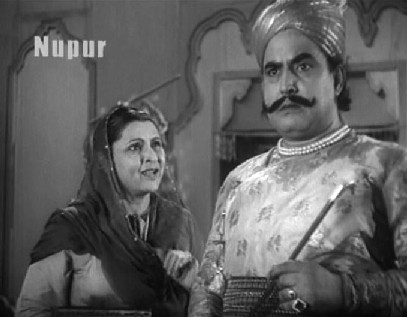 The kotwal makes a deal with Chaudhvin's mother