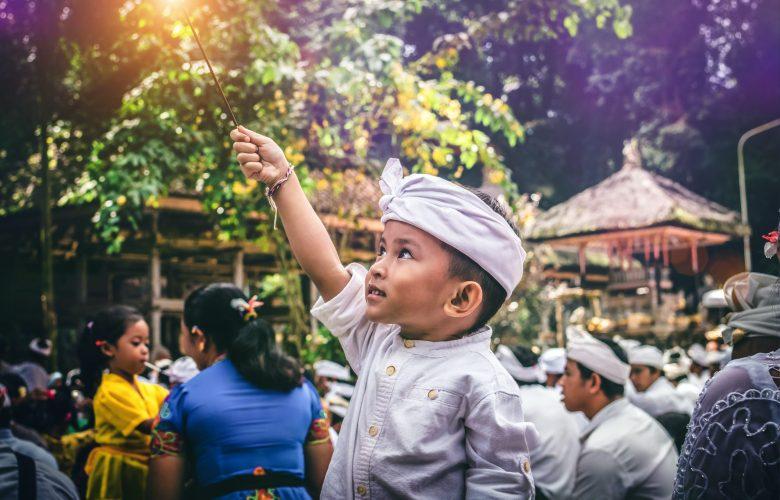 Pluralisme Agama: Selebrasi ala Gus Dur Menuju Indonesia Damai