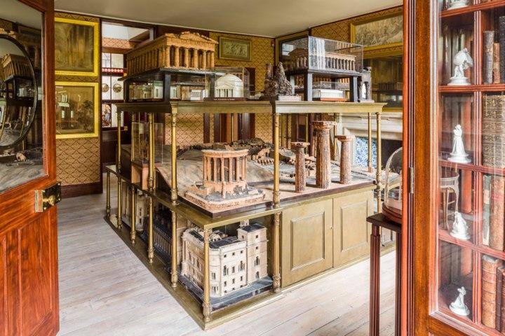 3x extravagant historical London homes // Dutch Girl in London