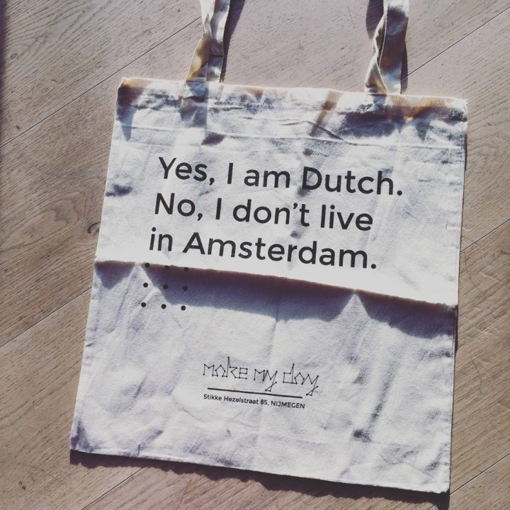 Tote bag with the text 'Yes, I am Dutch. No, I don't live in Amsterdam.'