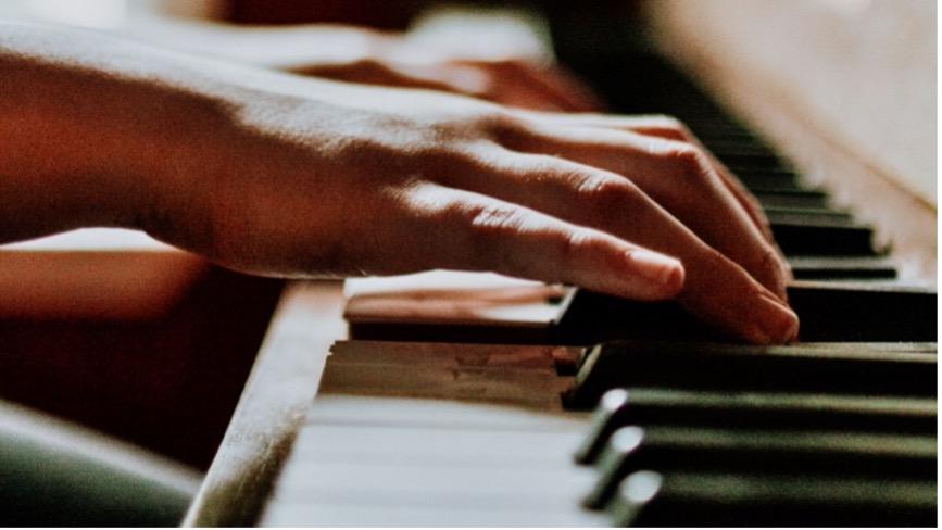 Deze afbeelding heeft een leeg alt-attribuut; de bestandsnaam is piano-1.jpg