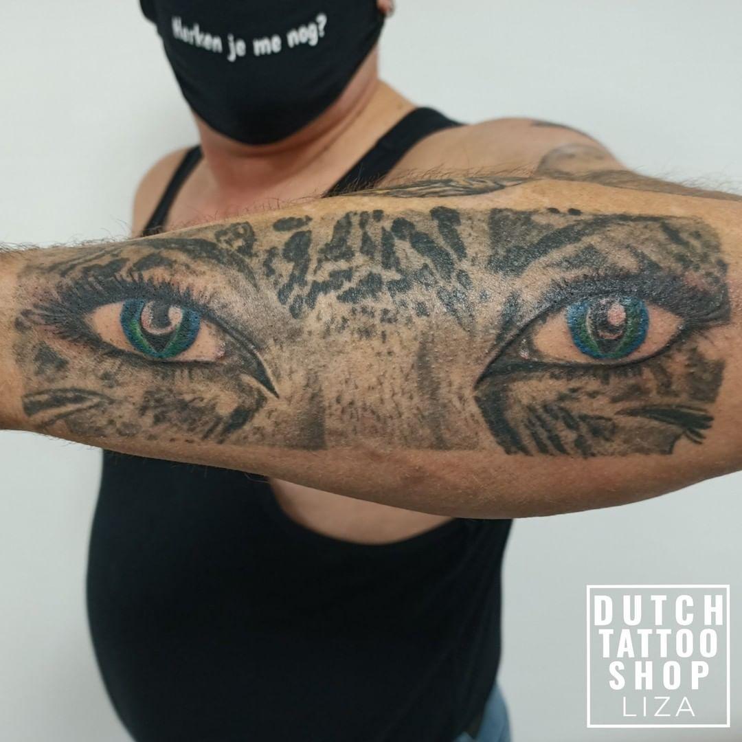 ogen-vrouw-tijger-arm-tattoo