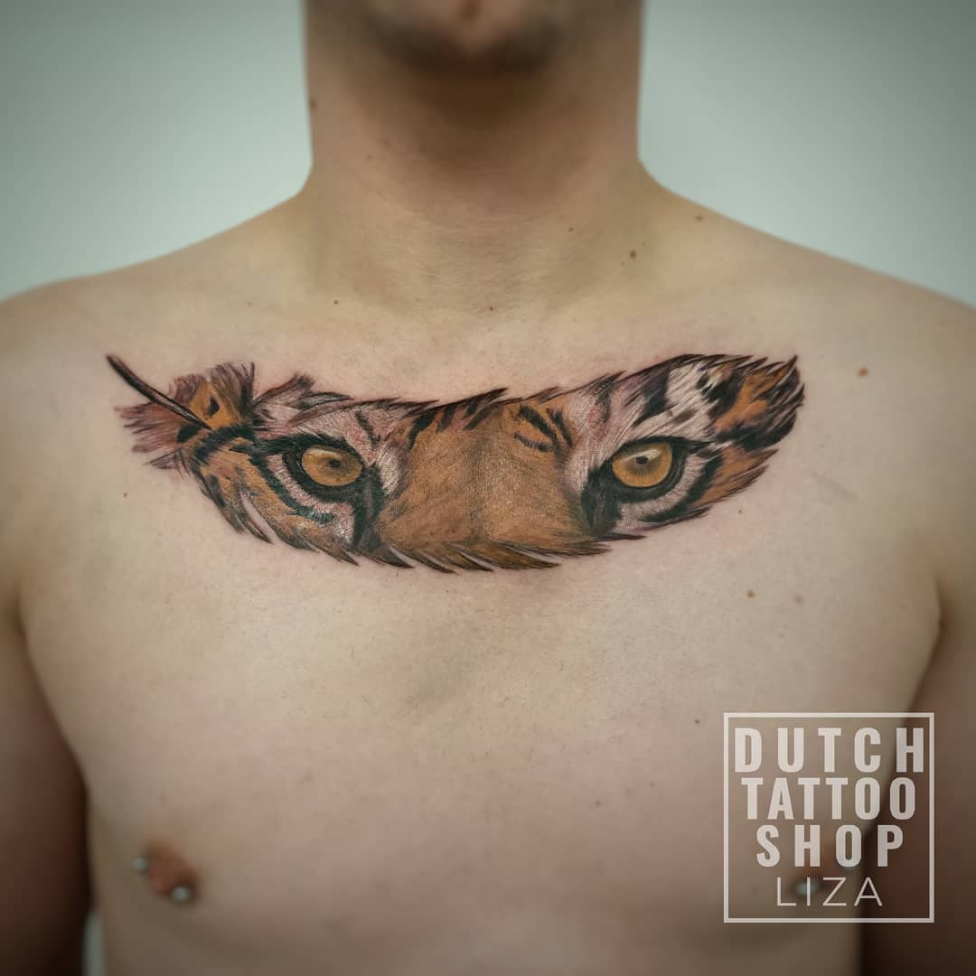 tijger-veer-realistisch-borst-tattoo