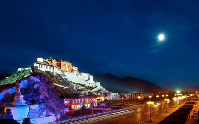 El lugar es una experiencia donde la elegancia y unos alojamientos refinados se asoman al asombroso paisaje del corazón de Lhasa.