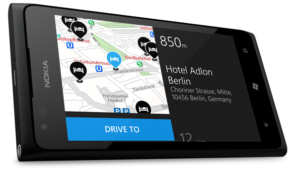 Podrás utilizar Nokia Conducir para navegar paso a paso de forma gratuita, y Nokia Mapas para explorar nuevos lugares, tanto cercanos como de todo el mundo. También incluye Nokia Transporte público para ver paradas de metro, autobús y tren, rutas y horarios. Y, por último, contarás con Características destacadas de app, que te mantendrá al día de los mejores juegos y aplicaciones más recientes.