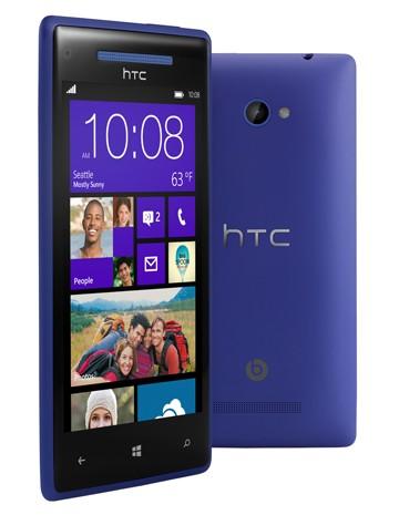 Microsoft marca el hardware principal a elegir, y los fabricantes juegan con lo que pueden. En este caso HTC ha decidido colocar una pantalla de 4.3 pulgadas, con alta resolución (1280×720 píxeles), y tecnología Super LCD 2, con protección Gorilla Glass 2.